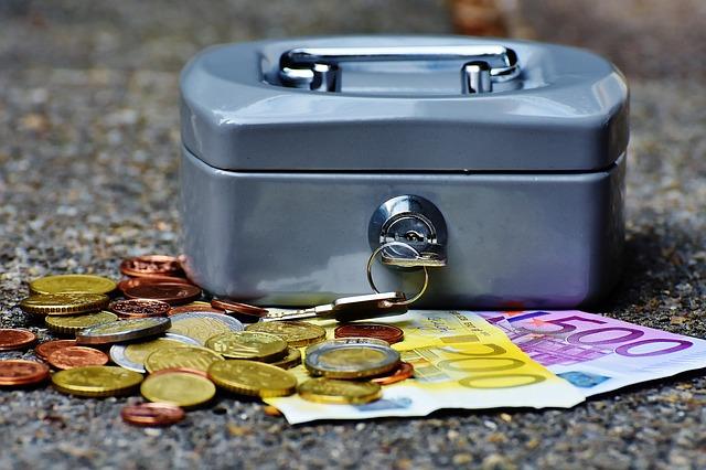 現金はなるべく持たない。Suicaやクレジットカードでの支払いを優先する理由