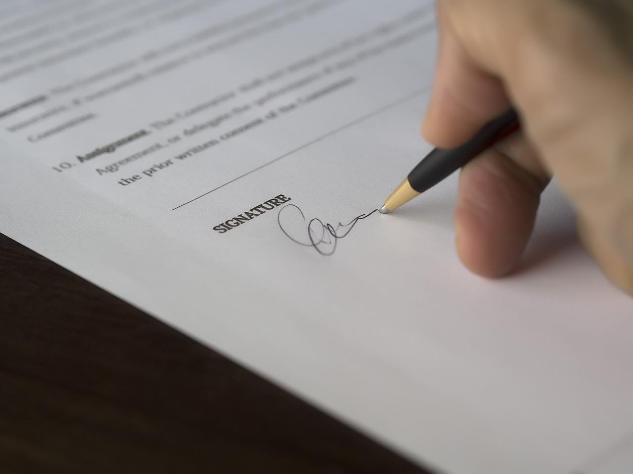 法人税の申告書、自署押印制度廃止でも署名してハンコを押さないといけない?